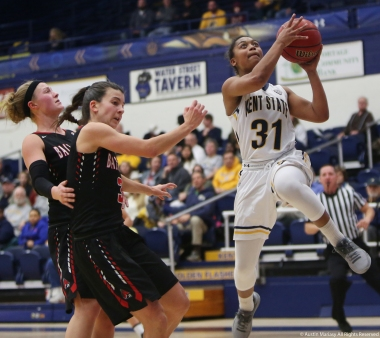 Kent State redshirt sophomore guard Megan Carter shoots a layup against Ball State Saturday, Jan. 20, 2018. Kent lost 79-58.